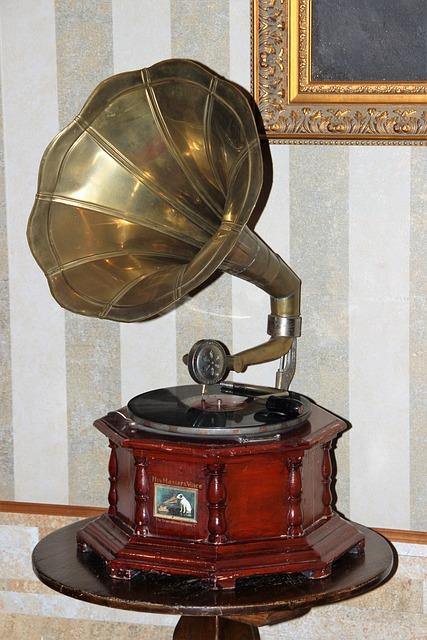 gramophone-1790007_640